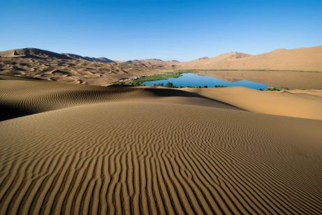 www.humanandnatural.com/data/media/178/badan_jaran_desert_oasis_china.jpg