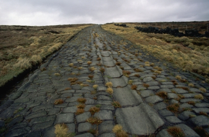 http://downloads.bbc.co.uk/rmhttp/schools/primaryhistory/images/romans/roads_and_places/r_roman_road.jpg